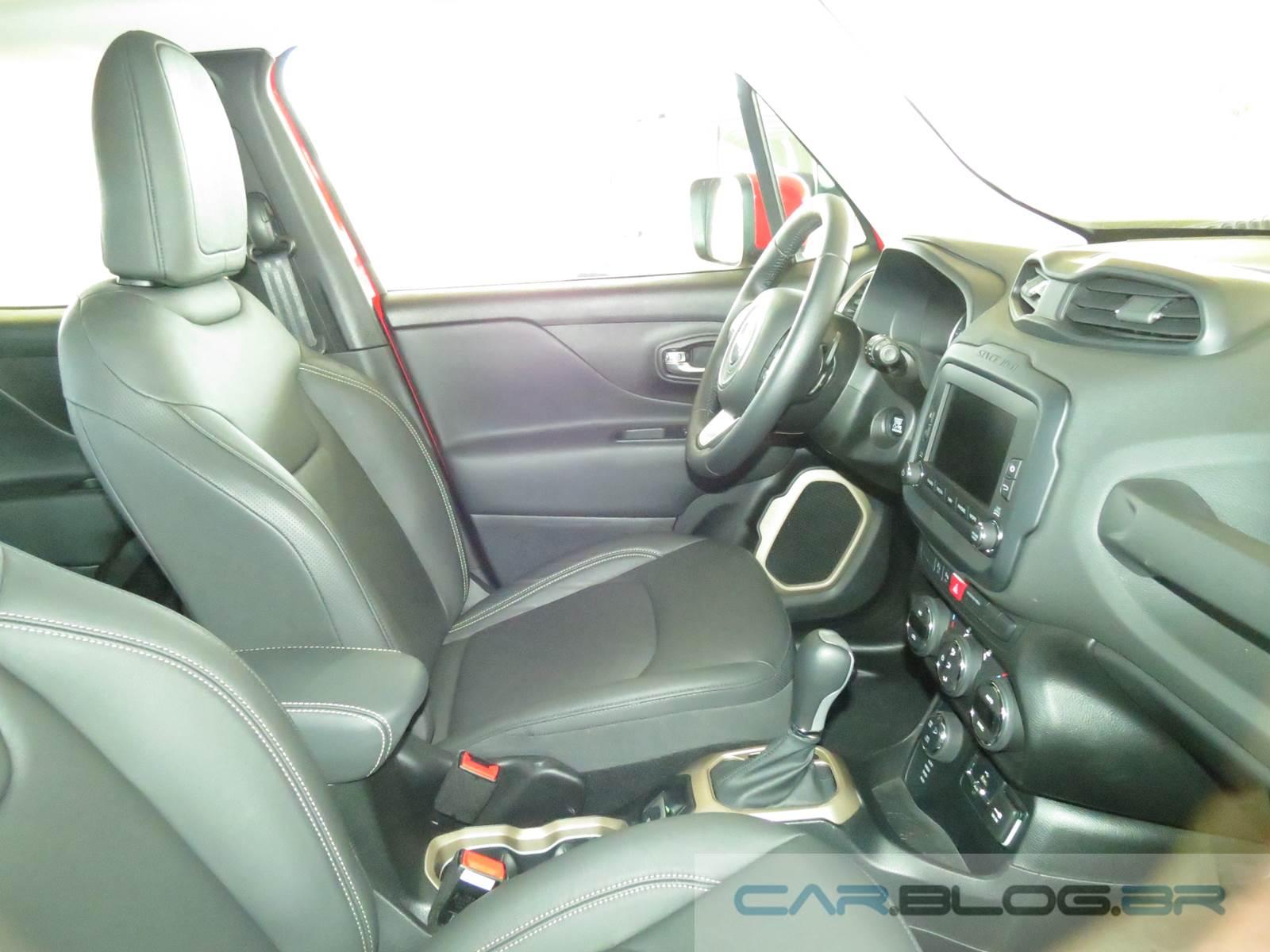 Jeep Renegade Longitude - versão intermediária - interior