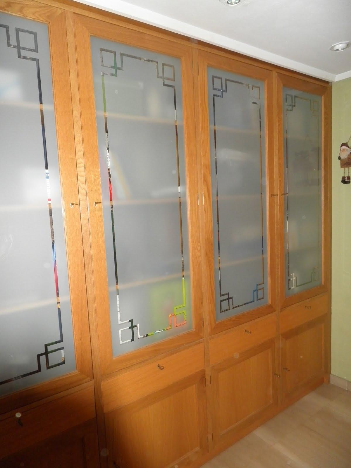 Mueble vitrina con cristal al cido muebles cansado - Cubreradiadores de cristal ...