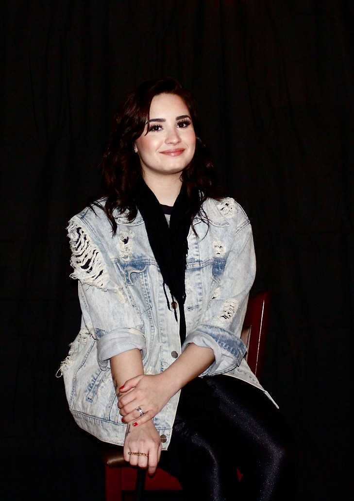 Demi Lovato  Mardi Gras Festival (Meet & Greet) | 2 Mar