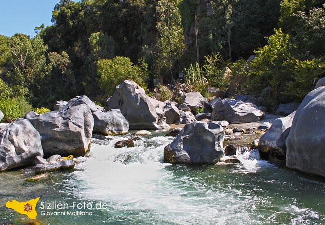 Fluss Alcantara Ätna Nordostseite