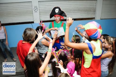Animação de festa infantil é fundamental para alegrar todos os convidados.
