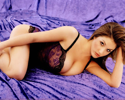 lucy_pinder_glamour_model_hot_wallpaper_08_fun_hungama_forsweetangels.blogspot.com