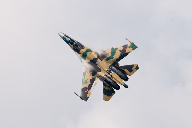 Sukhoi Su-35 vapor trail