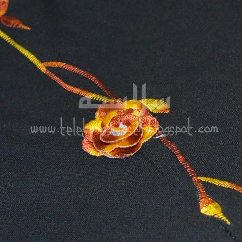 Telekung Vietnam tanah hitam, bunga kuning coklat sulam bunga timbul