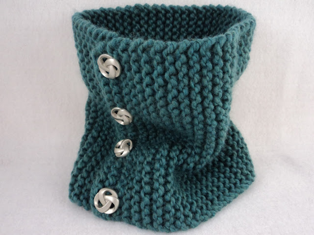 Buttoned Cowl Knitting Pattern : moniqueraedesigns: New* FREE Button Cowl Knit Pattern