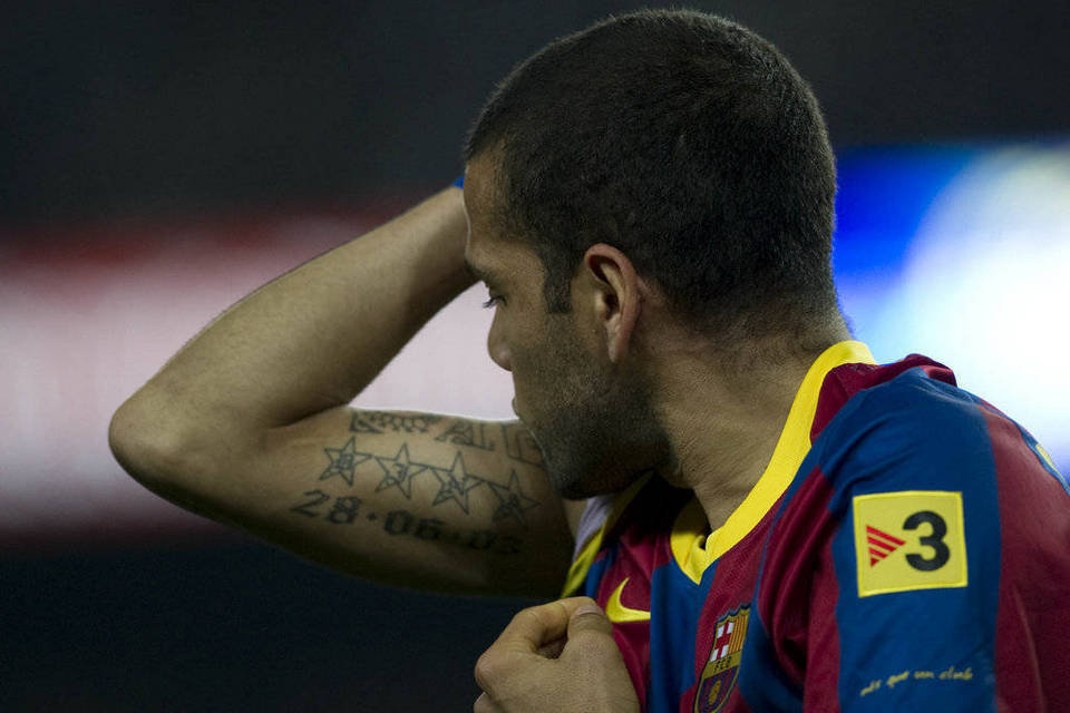"6 Football Player Tattoos "" Daniel Alves "" Barcelona"