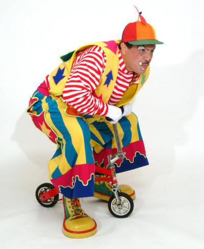 http://4.bp.blogspot.com/-7wjtfnhQcLs/T-jyZE8PMoI/AAAAAAAAFuc/LvvvGzeW0ho/s1600/Soice-on-Bike.jpg