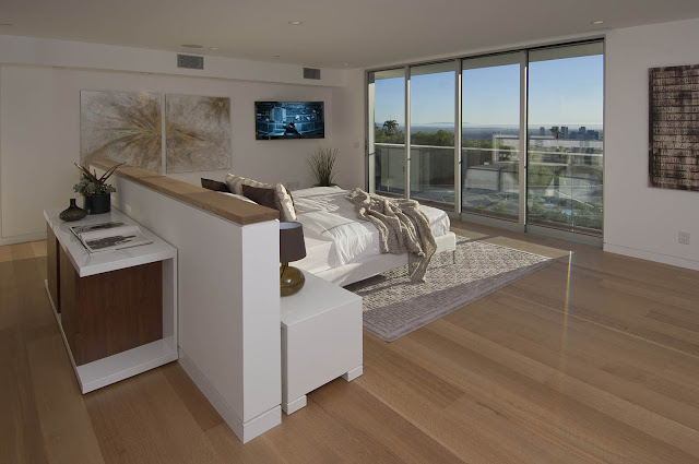 Picture of large modern bedroom