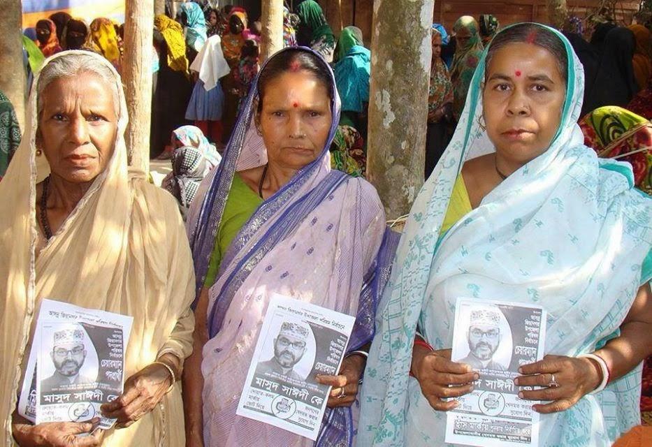 Hindu women with Masood Sayedee's election leaflets
