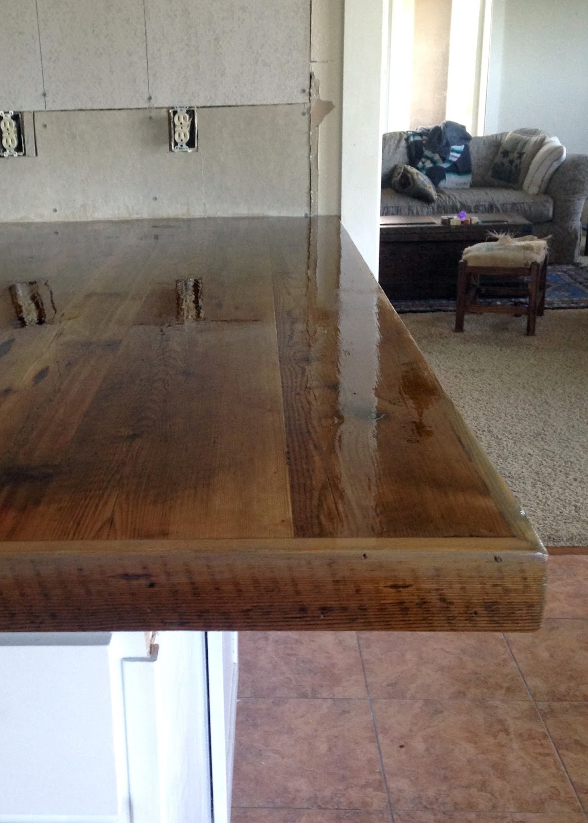 DIY Reclaimed Wood Countertop   Coating With Spar Urethane .