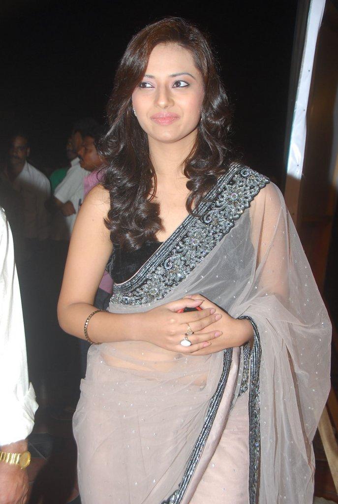 , Actress Kaveri Jha In Saree - Looking Hot