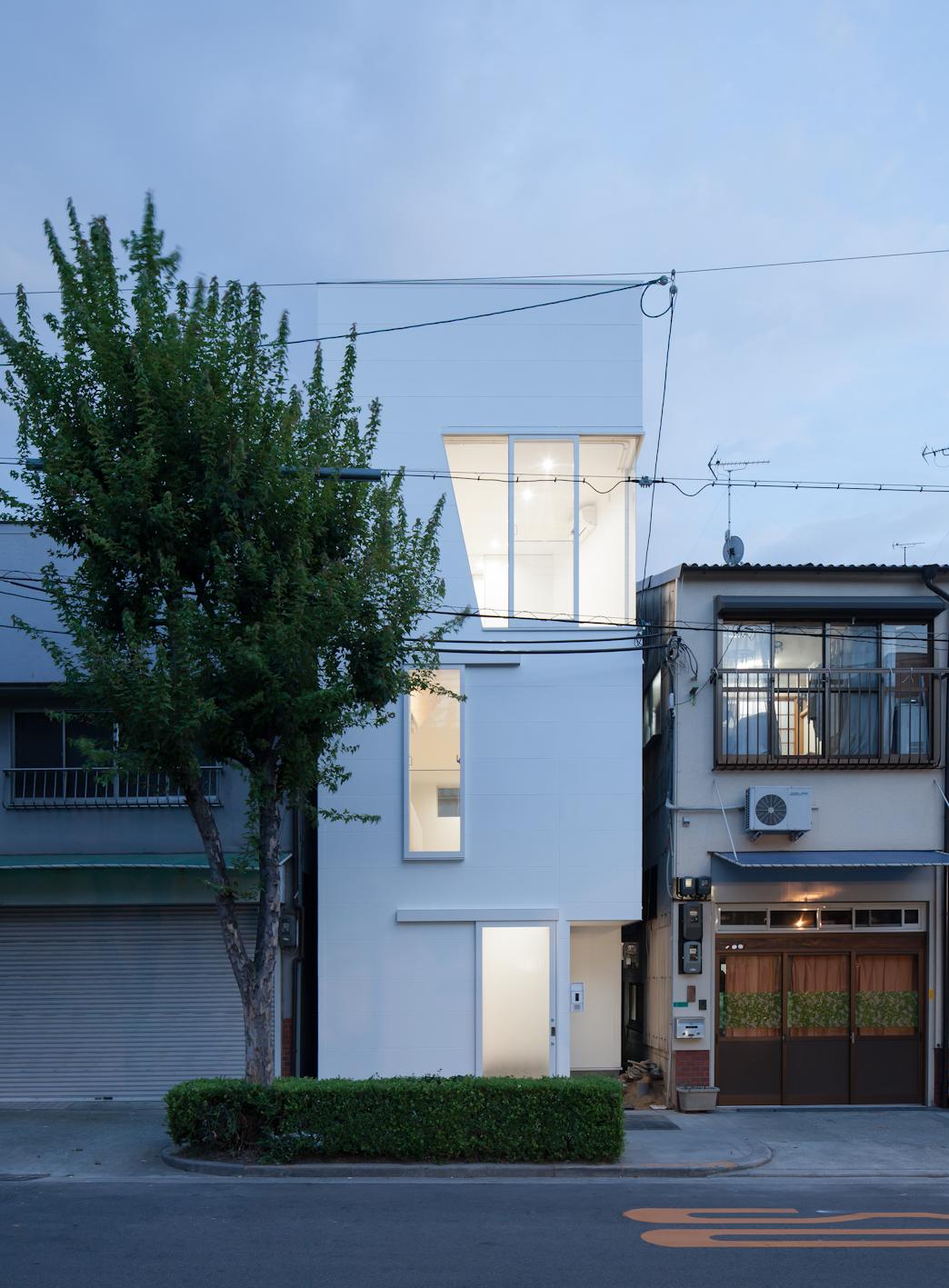 Casa en tamatsu ido kenji blog arquitectura y dise o for Casas estrechas y alargadas