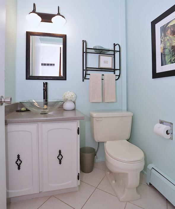 Budget-Friendly Half Bath Makeover with Aqua Walls | Dans le Lakehouse