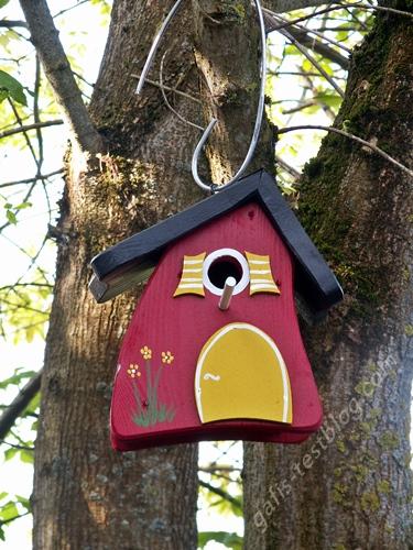 Vogelvilla Hobbit (Nistkasten) am Baum