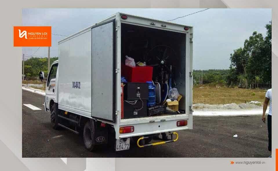 Đồ đạc sắp xếp lên xe tải