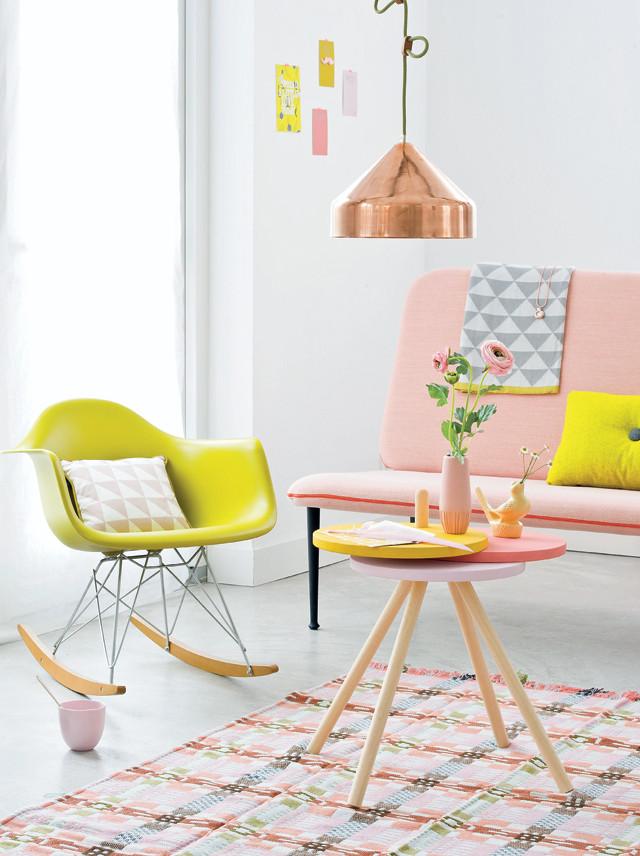 Couchtisch in Bonbonfarben zum Selbermachen - perfekt zu schickem Midcentury Design!