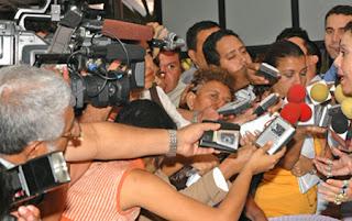 los periodistas cada vez más dependientes