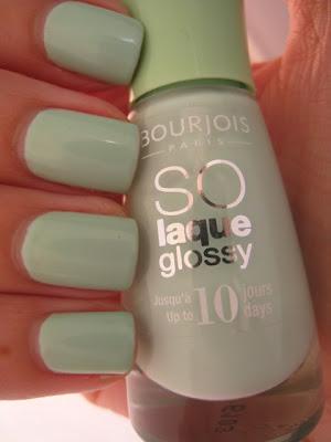 Bourjois-Amande-Defile-pitachio-green-nail-polish-pastel