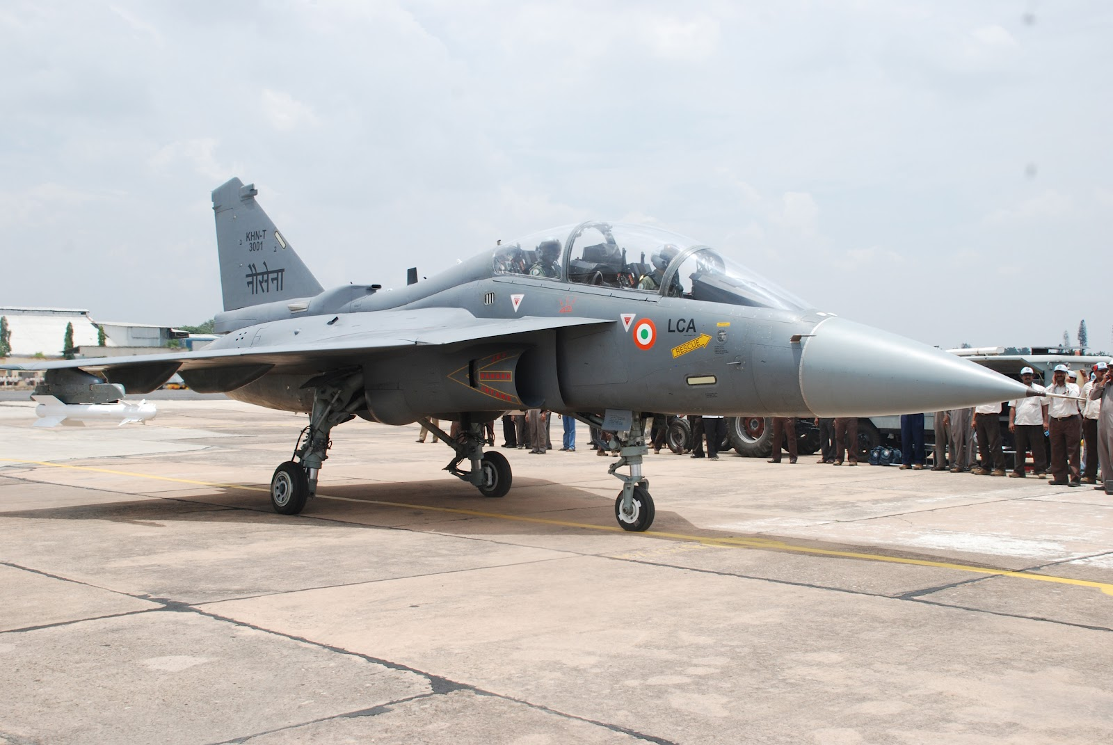conflict shooting pics finally lca navy makes its maiden flight rh conflictshooting blogspot com LCA Tejas and MiG-21 Stealth LCA Tejas