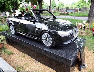 batu-nisan-dari-mobil-BMW