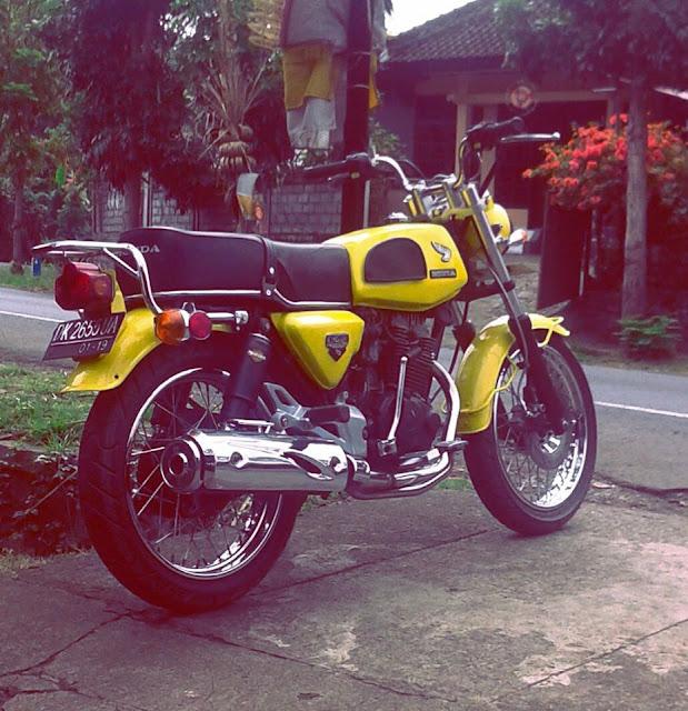 Foto Modifikasi Honda CB Kuning Ngejreng