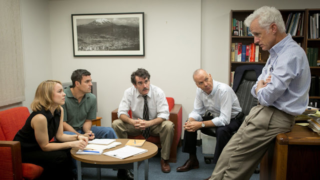 "Rachel McAdams, Mark Ruffalo, Brian d'Arcy James, Michael Keaton, and John Slattery get to work in ""Spotlight"""