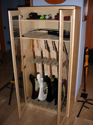 1000 images about guitar display on pinterest guitar - Armario para llaves ...