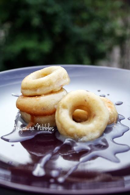 Ginger Peach Mini Doughnuts with Gingersnap Peach Tea Glaze from www.anyonita-nibbles.com