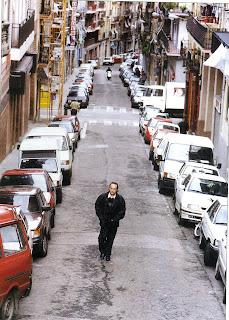 Joan Manuel Serrat al carrer.