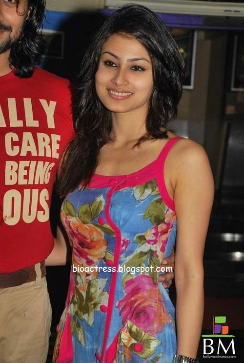 kailasanathan serial actress mouni roy Sati saree hot and sexy gallery