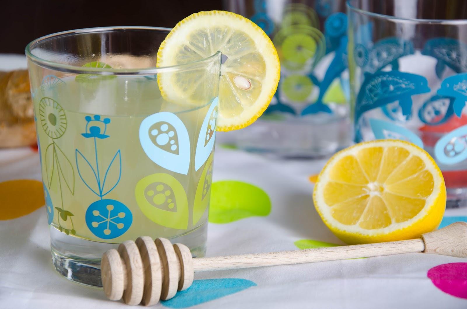 Rozgrzewający napój imbirowy z cytryną i miodem