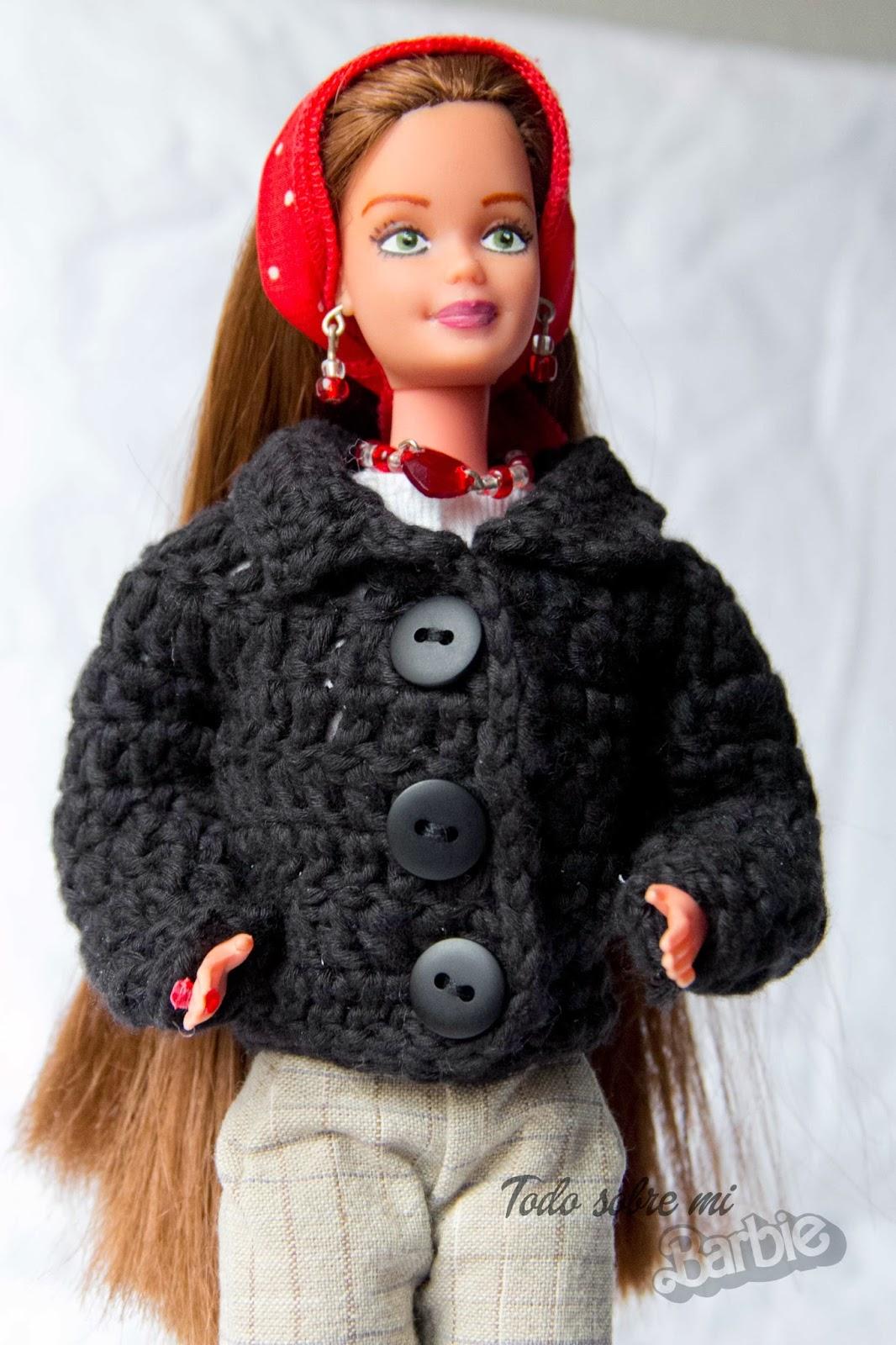 Abrigo tejido a crochet para barbie