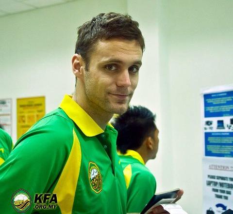 Gambar Vedran Gerc (pemain import baru Kedah) ketika menunggu ke