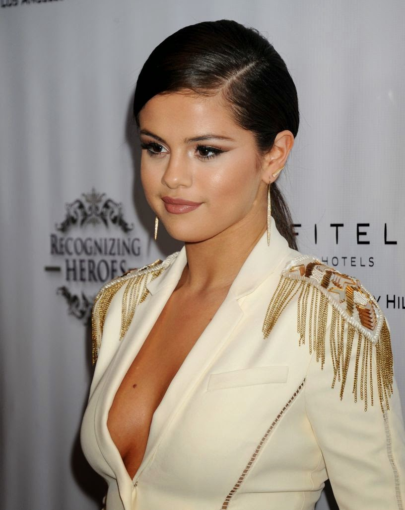 Selena Gomez Looks Hot in Versace Pantsuit at Recognizing 3rd Annual Unlikely Heroes Gala
