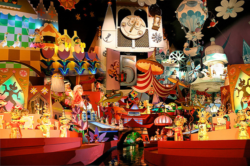 """it's a small world"" en Disneyland Resort (Video)"