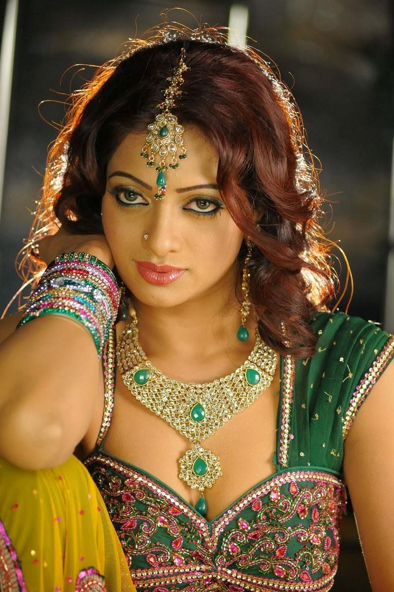 Sexy Anchor Udaya Bhanu In Madhumati HD - YouTube