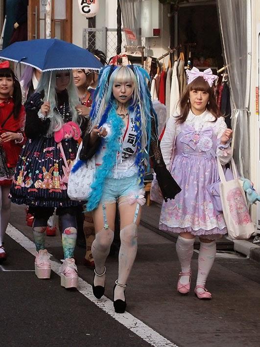 Lolita girls - Takeshita Dori, Tokyo