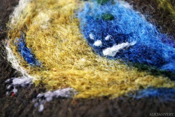 aliciasivert, alicia sivert, alicia sivertsson, blåmes, Eurasian blue tit, tova, filta, tovning, filtning, torrtovning, nåltovning, nåltova, nålfilta, torrtova, torrfilta, ull, wool, needlefelting, felt, felting, needlefelt, bird, fågel, hantverk, handicraft, konst, skapa, makeri, alster, craft
