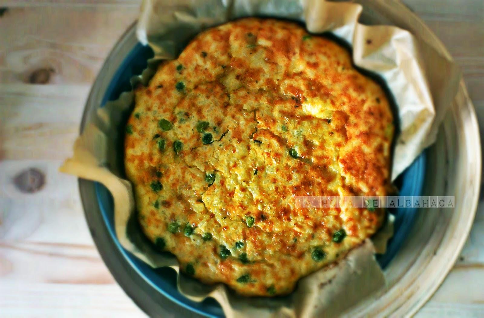 Frittata, tortilla de arroz con guisantes