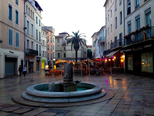 Provenza, Nîmes: Papaveri gialli come stelle