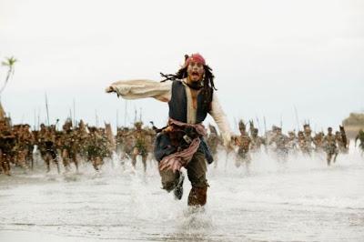 Johnny Depp huyendo de los indigenas