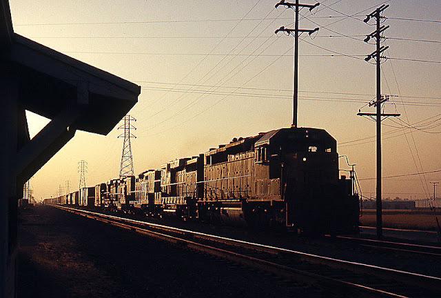 Gambar Kereta Api Lokomotif Diesel 04