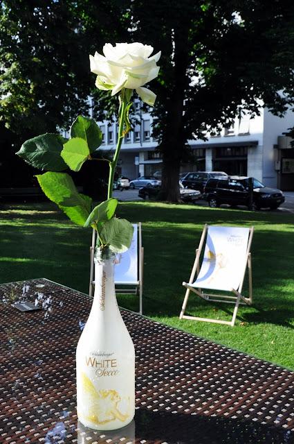 White Secco & White Rose