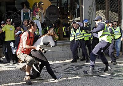 Portugal: Violência. Polícias atribuem responsabilidade a quem deu ordem de actuar