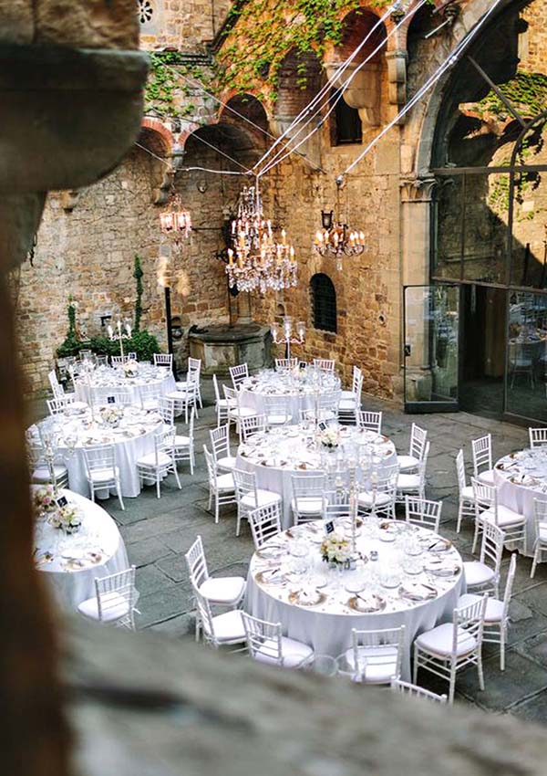 Romantic Weddings in Impressionist Tuscan Homes with Courtyards