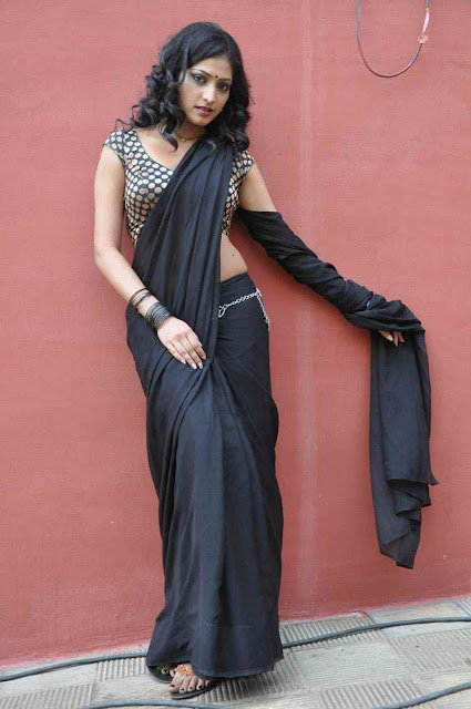 Hot Indian Girl Saree Photo