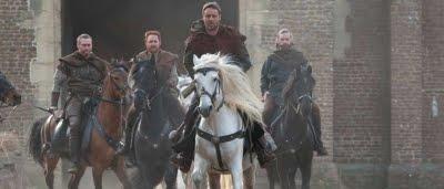 Robin  Longstride (Russell Crowe) et ses compagnons dans Robin des Bois (2010)