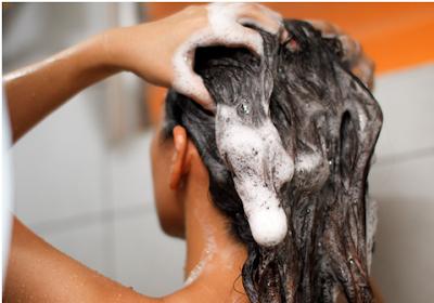 Rutinlah mencuci rambut