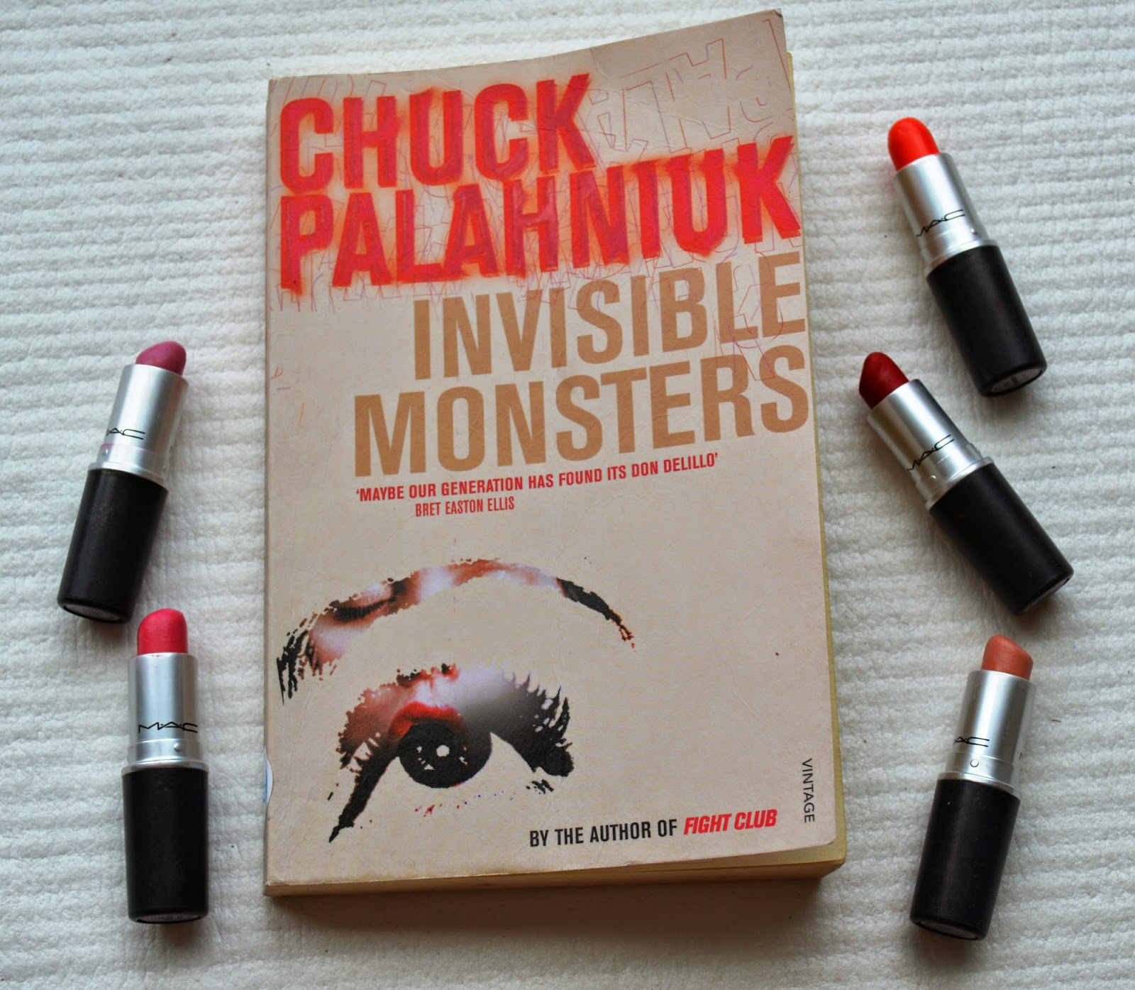 Chuck Palahniuk, Invisible Monsters, review, plot summary, transgender, model, literature, American, book, paperback, photograph,