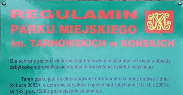 Fragment bramy wjazdowej do zabytkowego kompleksu pałacowo-parkowego z czasów Małachowskich. Fot. KW.